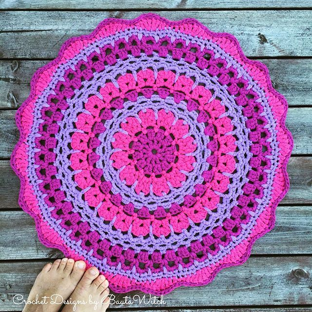 Mandala pattern.