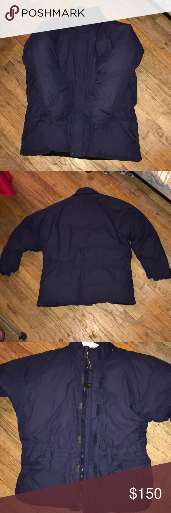 Marmot Gore-Tex 650 fill coat. Fair condition. Deadstock coat. Comes with no hoodie,Velcro straps at the wrist.Just got it out the cleaners. Has two pockets on each side of the coat on the outside. One deep pocket on the inside of the left side of the coat. And also two more on the right inside of the coat. A little hole inside the coat on the left side by the waist area. Two small holes on the right are on the outside of the coat. Any additional questions please feel free to ask me before…