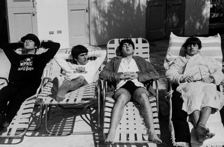 The Beatles at 1964: John Lennon, George Hurrison, Paul McCartney and Ringo Starr ~//Кого только не встретишь на пляже: 30 фото знаменитостей в купальниках.