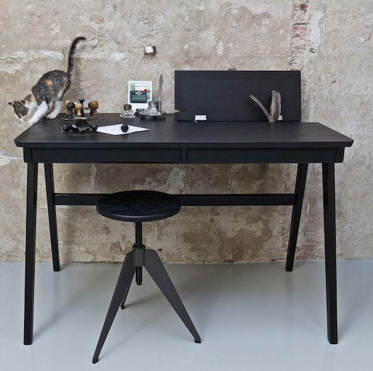 - Be Pure Bureau Oxford Zwart -  Fraai bureau Oxford van Be Pure in zwart fineer. Mooi als eyecatcher in een hoek van de kamer. Ideaal bureau met veel opbergruimte.