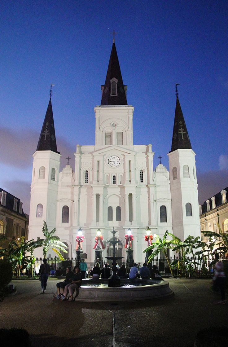 St. Louis Cathedral, Louisiana / Find 10 essential activities for a weekend in New Orleans on A Globe Well Travelled!