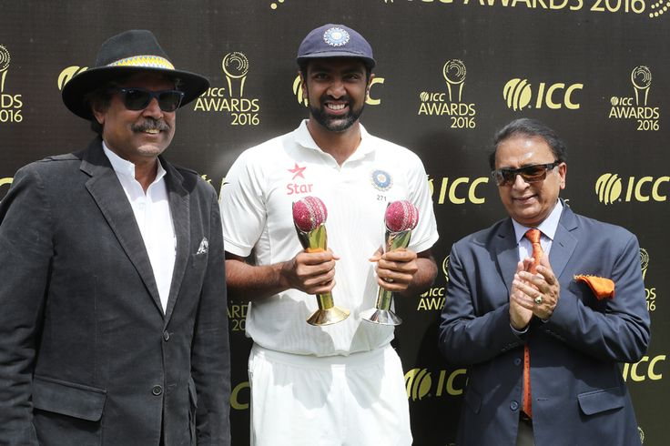 R Ashwin received trophies for the ICC Cricketer of the Year and the ICC Test Cricketer of the Year 2016, from Kapil Dev and Sunil Gavaskar, India v Australia, 4th Test, Dharamsala, 4th day, March 28, 2017