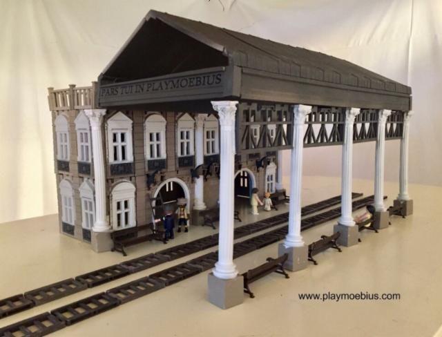 Estación de tren victoriana steck fabricada en resina. Incluye piezas de nuestro catálogo como las ventanas victorianas en... - 184737136 - Otros