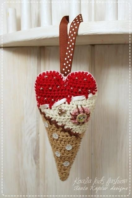 Scrappy Heart Decoration