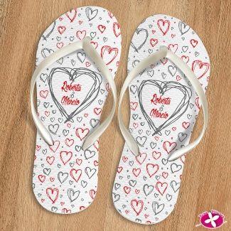 Chinelo Personalizado para lembrancinha de casamento. www.rosapittanga.com.br #chinelo #chinelos #chinelospersonalizados #chineloscasamentos #chinelinhoscasamento #lembrancinhasdecasamento