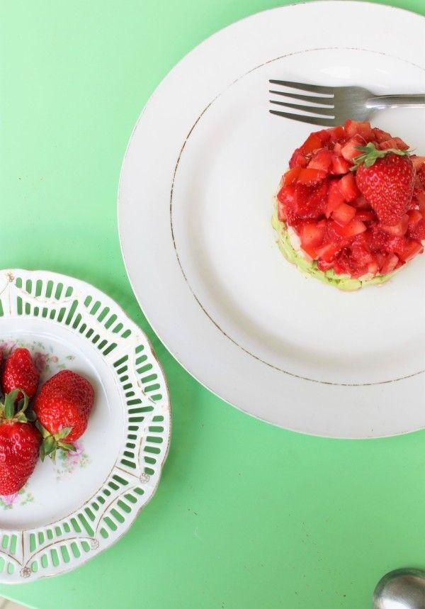 J'ai associé un fruit et un légume dans mon entrée ultra rafraîchissante.. J'ai choisi la fraise et l'avocat pour un mariage qui réussit toujours!