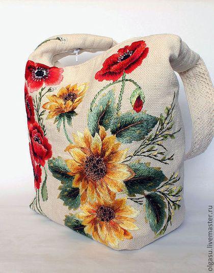 Купить или заказать Вышитая летняя  сумка лён 'Подсолнухи и маки' ручная вышивка гладью в интернет-магазине на Ярмарке Мастеров. Льняная сумка «Подсолнухи» - очень яркая и красивая сумка. У меня была задумка – сделать яркую и позитивную вышивку гладью на светлом льне. Хотелось выполнить вышивку, которая удивляла и радовала людей, оставляла яркие воспоминания о лете. . В основном рисунке вышивки были использованы мои любимые полевые цветы и красные маки, в результате получился такой летний…