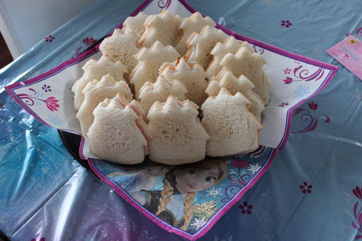 Fête Magalie 3 ans- sandwich château jambon et jambon-fromage. À l'emporte-pièce. JR