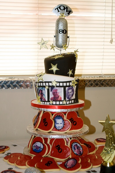 Birthday cake with the hollywood theme.
