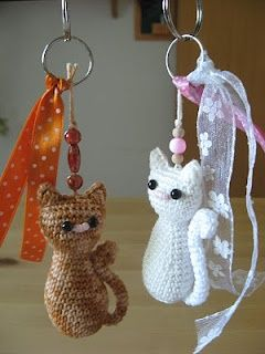 Lindos llaveros de gatitos tejidos a crochet.
