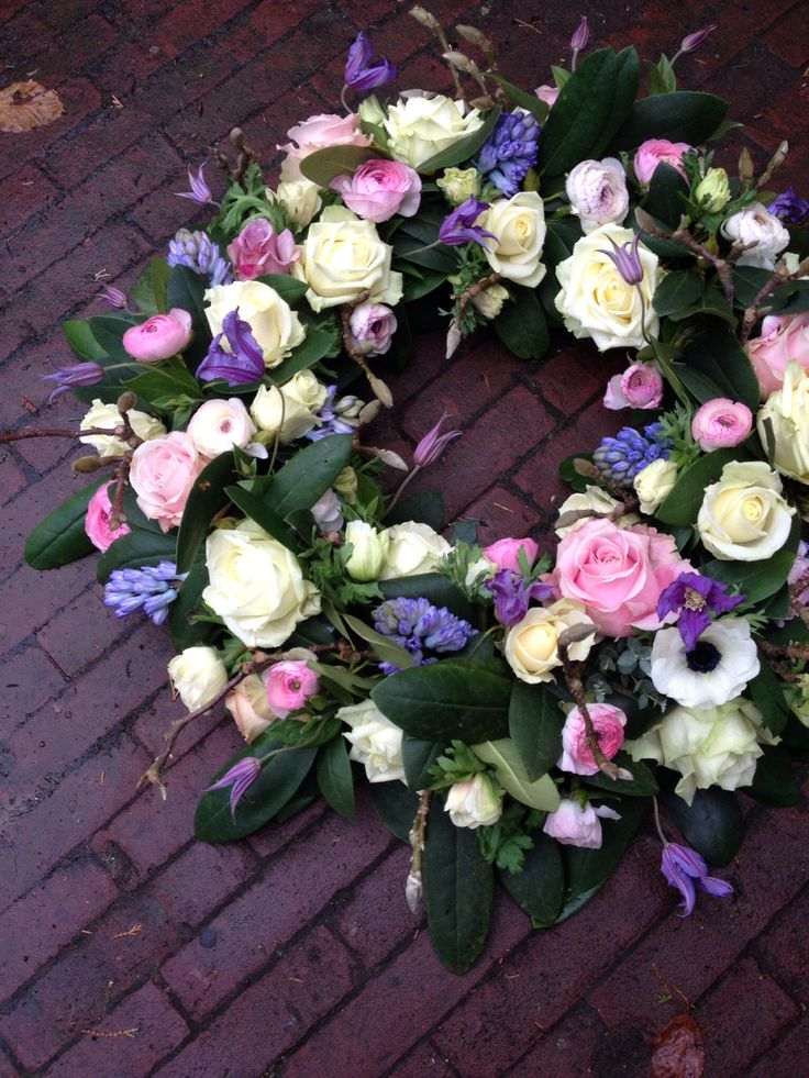Rouwkrans  verse bloemen #BLOM BLoemwerk Op Maat