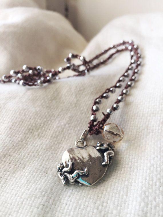Collana intrecciata a mano con perle silver e ciondolo di Ebbijoux