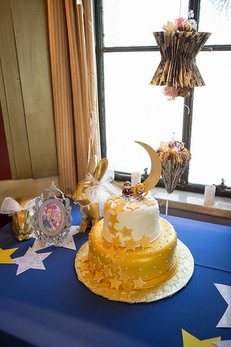 Iamchubbybunny's Sailor Moon inspired Art Deco DIY wedding Sailor Moon Wedding Cake http://www.defectivegeeks.com/2014/12/18/sailormoonwedding/