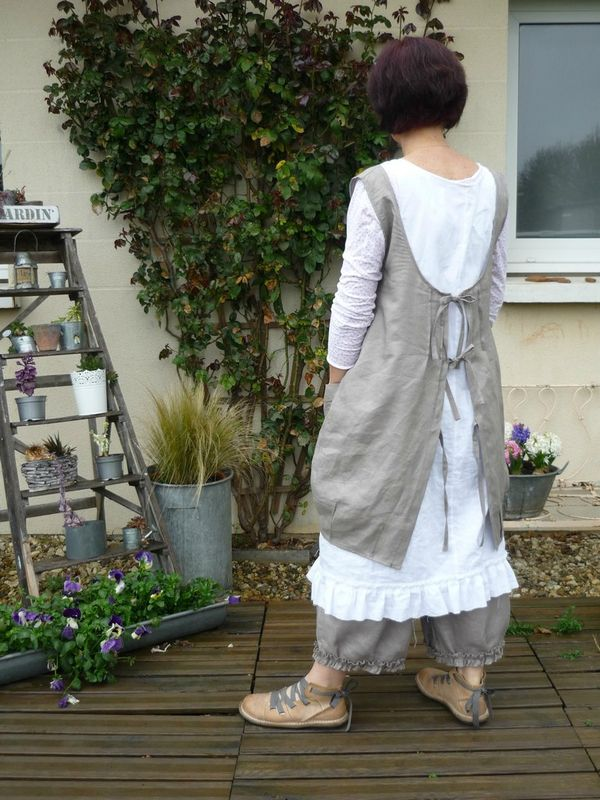 Like the concept of the outer smock for floaty summer outfit but shorter and with a completely different front.  White tunic and jeans