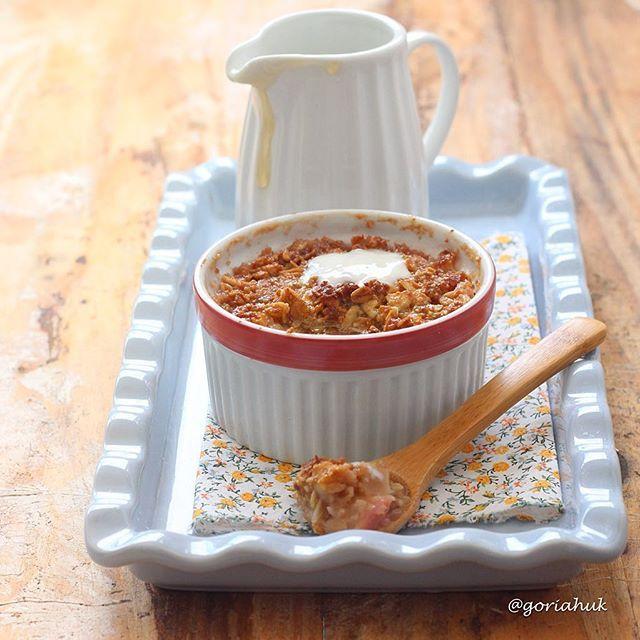 Crumble de Pêssego: receita super leve e em dose individual 🔸Unte um potinho com manteiga, coloque um pêssego picado e algumas gotas de limão. Misture: 🔸 1 col. sopa de manteiga (usei a #manteigacommeldagoria , mas vicê pode usar a comum) 🔸1 col. sopa de aveia em flocos grossa 🔸1 col. sopa de amêndoas em lasca 🔸1 col. sopa de sopa de farinha de amêndoas (usei @holynutsbrasil)🔸1 colher de chá de açúcar mascavo 🔸1 colher de chá uma de mel  Cubra o pêssego com essa mistura e leve para…