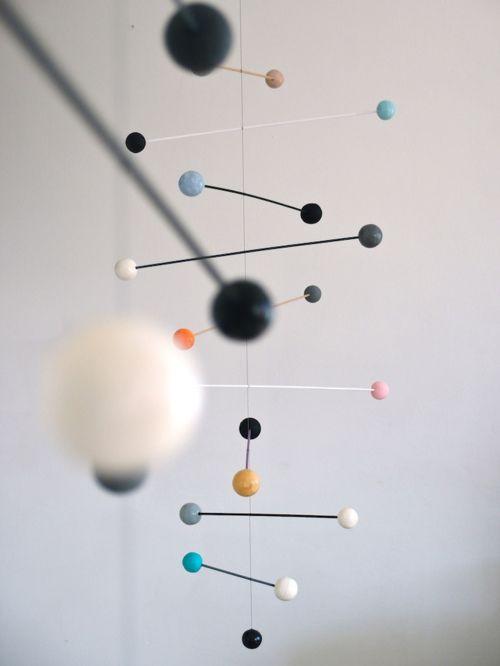 mobile suspendu au plafond mobilier pinterest mobiles suspendus plafond et suspendu. Black Bedroom Furniture Sets. Home Design Ideas