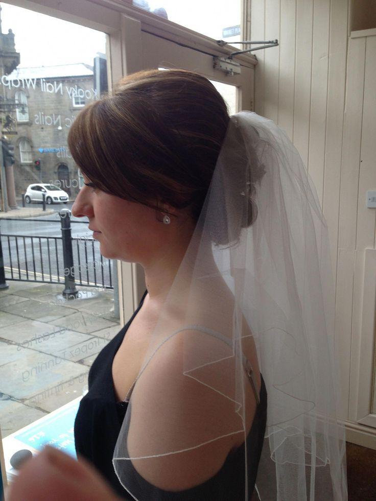 Hochzeitsfrisuren für kurze Haare mit Schleier und Tiara Wedding Wire Florist #wedd ...
