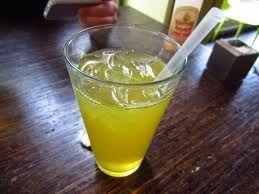 Benefico e salutare liquorino. altro modo di bere il tè verde... #Liquore al #Tè #Verde #FattoinCasa #Ricetta #sergru #drink #liquor #homemade #tea #the