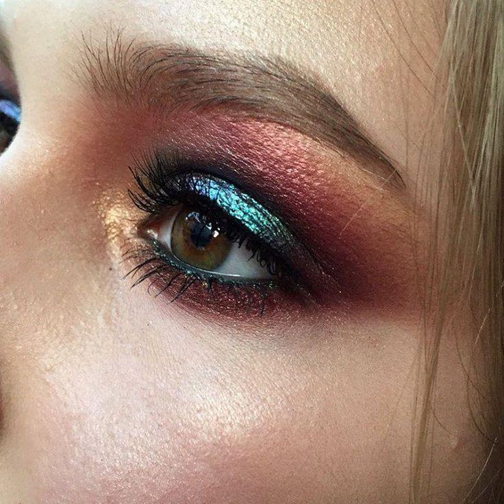 Сегодня была на мастер классе у Даши  @iodzel_makeup !!! Невероятная, необычная, талантливая девушка с розовыми волосами и бровями Добрый и милый человечек спасибо за этот день, за новые знания и фишечки на фото мой макияж с отработки. P.s: отдельное огромное спасибо нашей макияжной мамочке @tominamakeup  просто за все, за то, что ты есть такая❤️❤️ #iodzel_makeup #sashamakeup #mua #makeup #smokyeyes #smoky#eyemake #strobbing #wetskin #highlighter #illuminator #style #fashi...