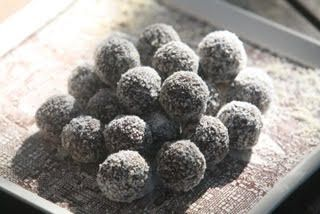 Latte bliss balls. Cappuccino balls or Nutella balls ………what ever you want to call these tasty morsels do not forget one thing – DOUBLE the recipe! They are so delicious and will keep in the fridge for one week in a tight tupperware. Why do we love them? They have ZERO added sugar, full of fibre, and nutrient dense. So …