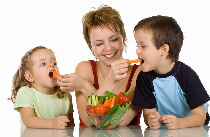 bigstock-Woman-Feeding-Kids-With-Vegeta-6246757.jpg (1600×1043)