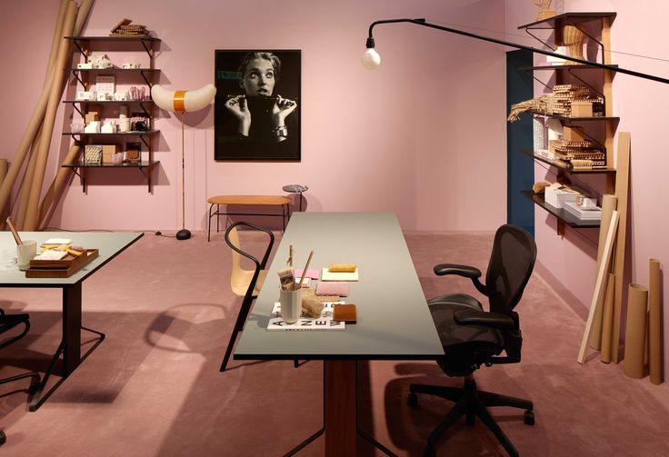 KONTOR: Vegg-i-vegg med soverommet lå et rosa kontor med mykt teppe på gulvet og vegger i en rosa nyanse – en anelse lysere enn gulvet. (Foto: Mathias Nero/Stockholmsmässan)