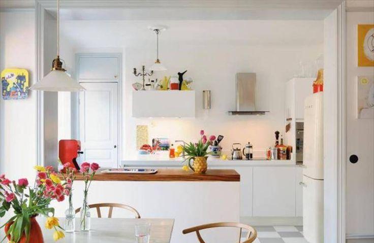 Beautiful White Scandinavian Kitchen Design - balcao de separacao?