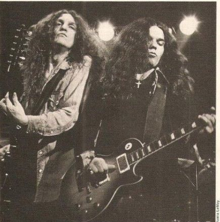 Allen Collins and Gary Rossington of Lynyrd Skynyrd jamming out                                                                                                                                                                                 Mehr