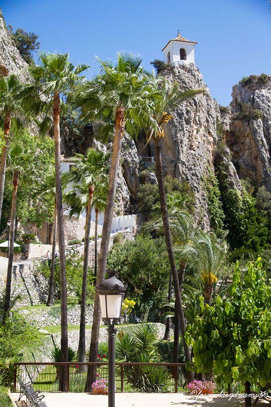 Castillo de Guadalest, pueblo turistico cerca de Benidorm Alicante, Spain viajes | travels | formulasydreams