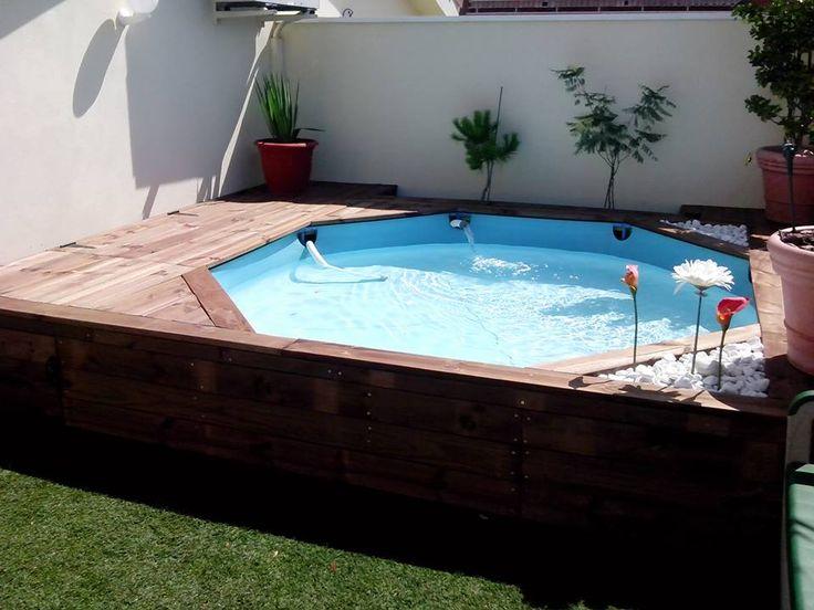 Bueno, se trataba de darle un enfoque diferente a un rincón de la terraza donde teníamos la piscina de los pequeños. Lo que hice, es una estructura que me permitiera guardar cosas debajo y que reforzara la piscina,así como darle otro look a toda esa zona.   La piscina desmontable se puede quitar en ...
