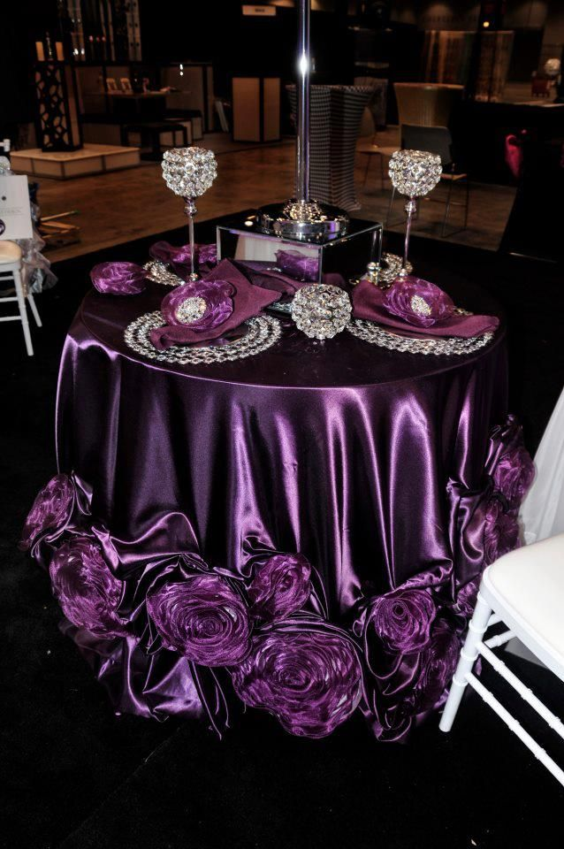 Whay A Beautiful Purple Table Setting!