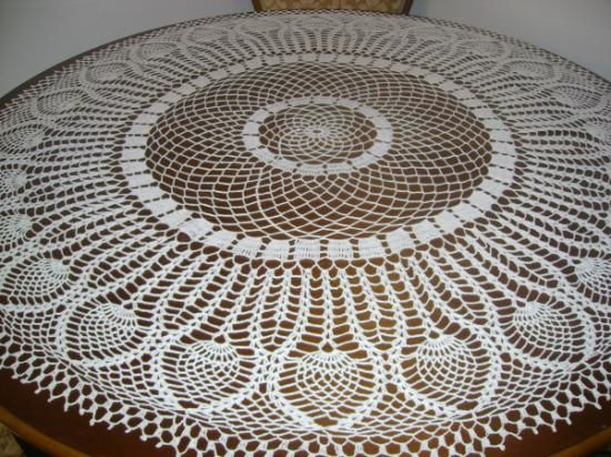 handcrocheted_tablecloth-79604.jpg (550×412)