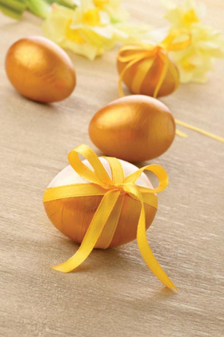 O idee de ouă elegante, jumătate aurii, jumătate argintii. Încă ne gândim care parte e mai frumoasă.
