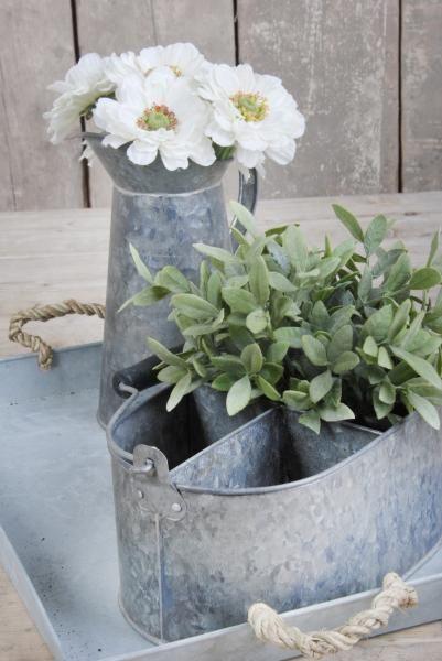 Régies cink kiöntő, melyet használhat locsolónak vagy akár vázának is.