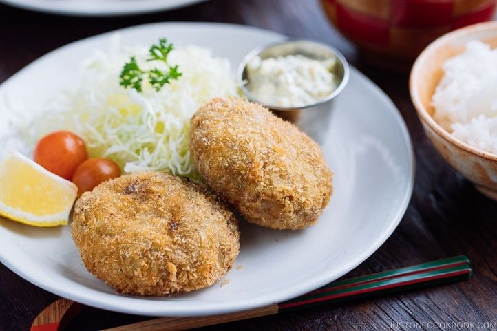 Breaded In Panko Breadcrumbs And Deep Fried To Golden Color These Menchi Katsu Japanese Ground Meat Cutlet Are Ground Beef Breakfast Cooking Recipes Recipes