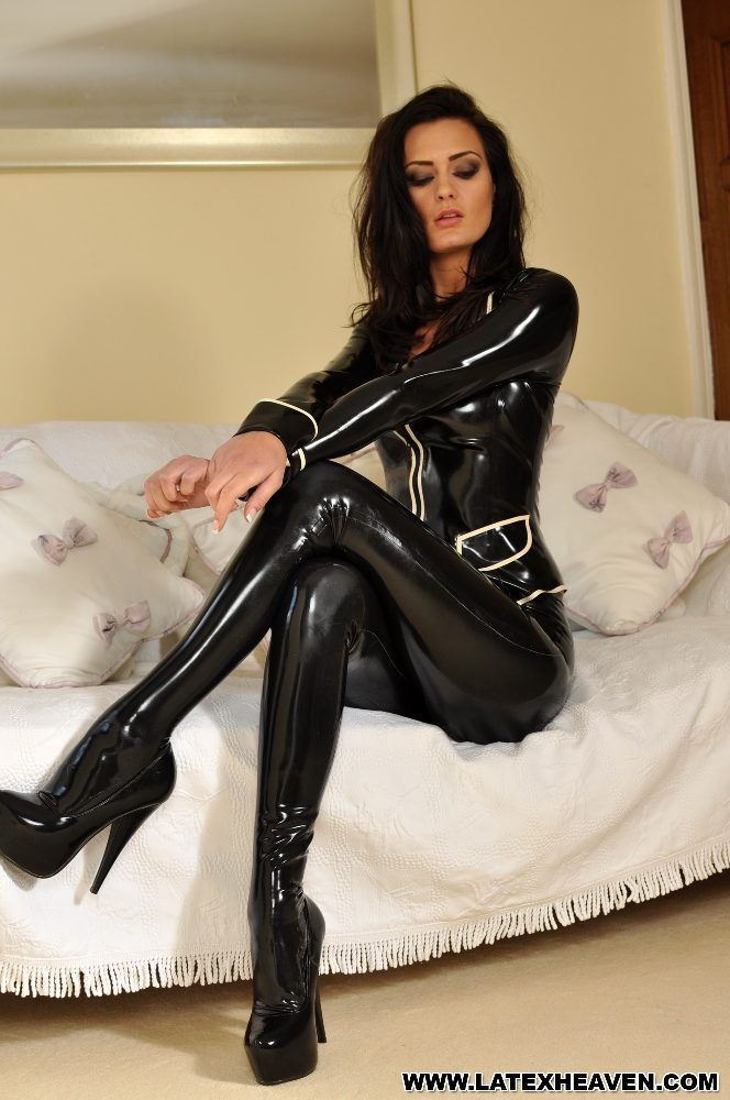 A lover of Female Domination and a foot fetishist!