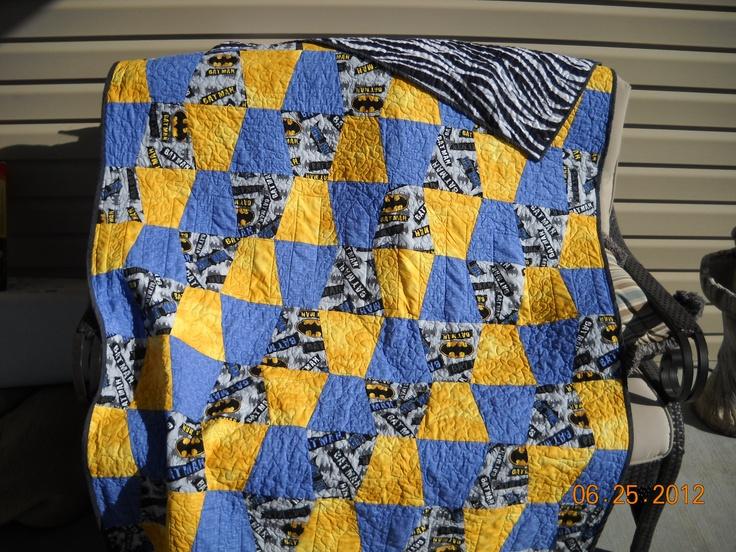 Batman Cushion Knitting Pattern : Best 25+ Batman quilt ideas on Pinterest Halloween quilts, Superhero quilt ...