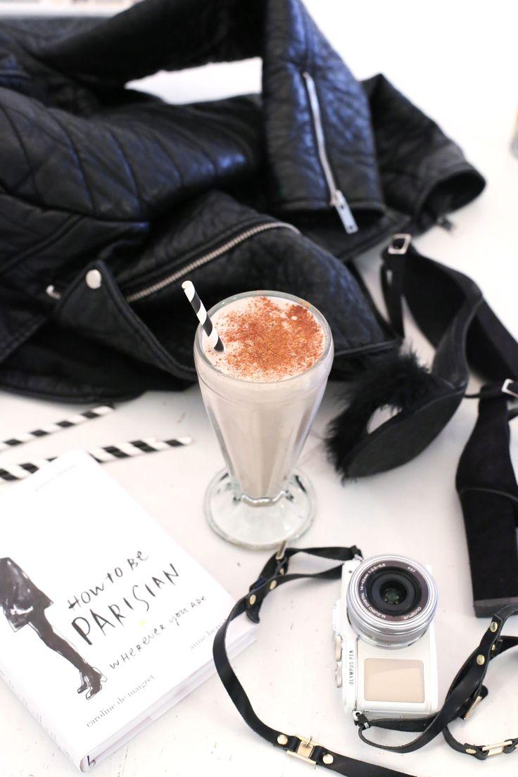My milkshake brings all the boys to the yard.. Nanana! Haha, neida. Men denne vil jeg i hvert fall tro tiltrekker alle kaffeelskere, bare ikke til hagen min kanskje (…) Liker du kokos i tillegg, da har du en vinner! Personlig elsker jeg kombinasjonen av kaffe og kokos, dere husker kanskje kokoskremen jeg delte med …