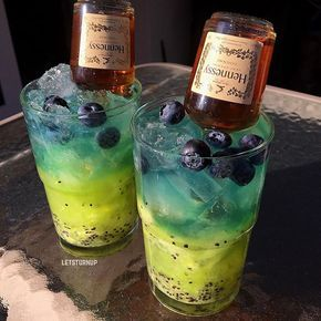 Henny Berry! ▃▃▃▃▃▃▃▃▃▃▃▃▃▃▃▃▃ Bottom: Muddled Kiwi 1 oz. Midori Top: 1/2 oz. White Rum 1/2 oz. Blueberry Schnapps Top with Sprite Blueberries Mini Hennessy Bottle #tipsybartender #tastemybar #tequila #patron #smirnoff #drinkporn #booze #bartender #bacardi #malibu #mixology #mixologist #margarita #letsturnup #liquor #gethappyjuice #alcohol #vodka #ciroc #cocktails #whiskey #foundmycup