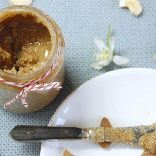 Deze notenpasta is ontzettend simpel te maken, snel klaar, erg gezond en zit bomvol voedingsstoffen. Heerlijk in talloze gerechten