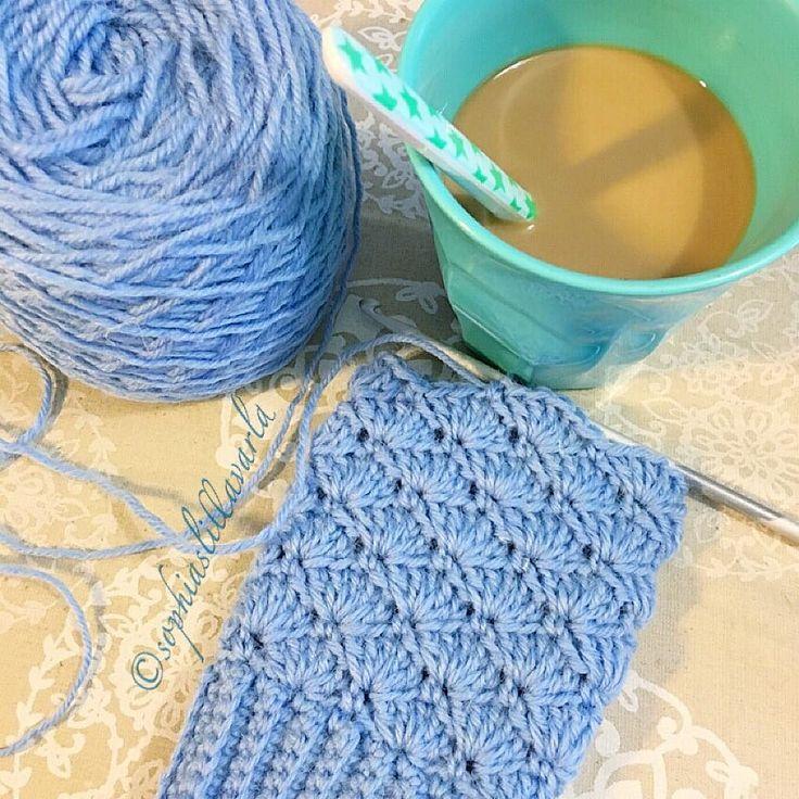 A new pair on the hook  #shellstitch #wristwarmers #crochet #lovecrochet #coffeecrochettime #ricedk #coffee #crochetersofinstagram #kaffestund #virkat #pulsvärmare #kahvihetki #virkkaus #ranteenlämmittimet #novita7veljestä #novita7bröder #novitaknits by sophiaslillavarld