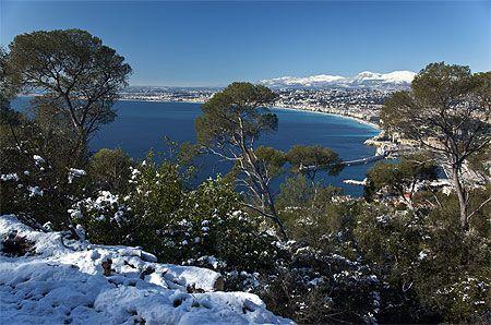 Nice, la baie des Anges, depuis le mont Boron enneigé