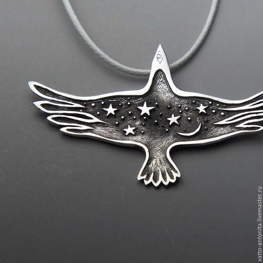 Кулоны, подвески ручной работы. Ярмарка Мастеров - ручная работа. Купить Птица Ночи кулон со звездами и луной в виде ворона. Handmade.