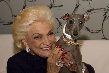 A eterna Diva da TV Brasileira já defendeu a adoção de animais, criticou o mercado de luxo para pets e participou de uma campanha contra a Leishmaniose