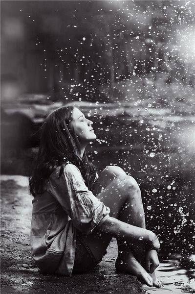 """""""um dia sobre nós tambémvai cair o esquecimentocomo a chuva no telhadoe sermos esquecidosserá quase a felicidade""""- Paulo Leminski"""