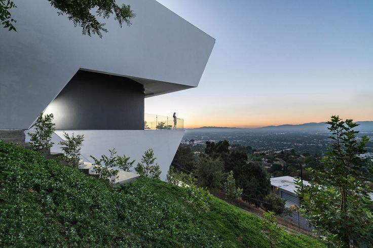 Вилла MU77 с необычной геометрией на Малхолланд Драйв, Голливуд