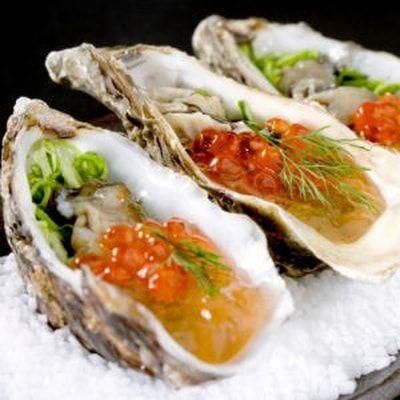 Huîtres aux algues et œufs de truite : 35 recettes aux huîtres pour les fêtes - Journal des Femmes