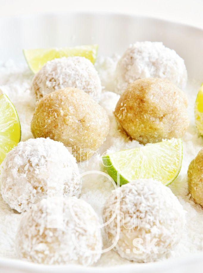 Snehové limetkovo-kokosové guľky