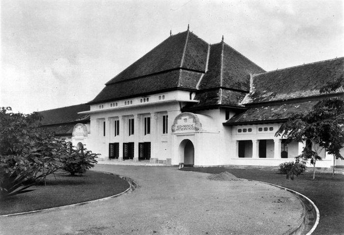 Description  Nederlands: Repronegatief. Nederlands-Indische Artsenschool te Surabaya, Java, ontworpen door ir Wiemans  Datevoor/before 1937 (in of voor)  SourceTropenmuseum  AuthorUnknown