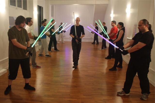 La première académie de sabre laser de Paris - Insolite - Merci Alfred